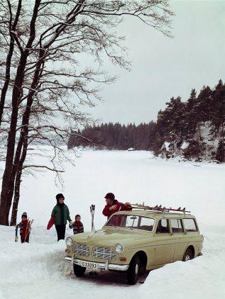 Volvo P221 Amazon nieve