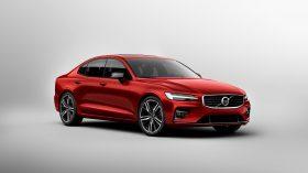 New Volvo S60 R Design Exterior