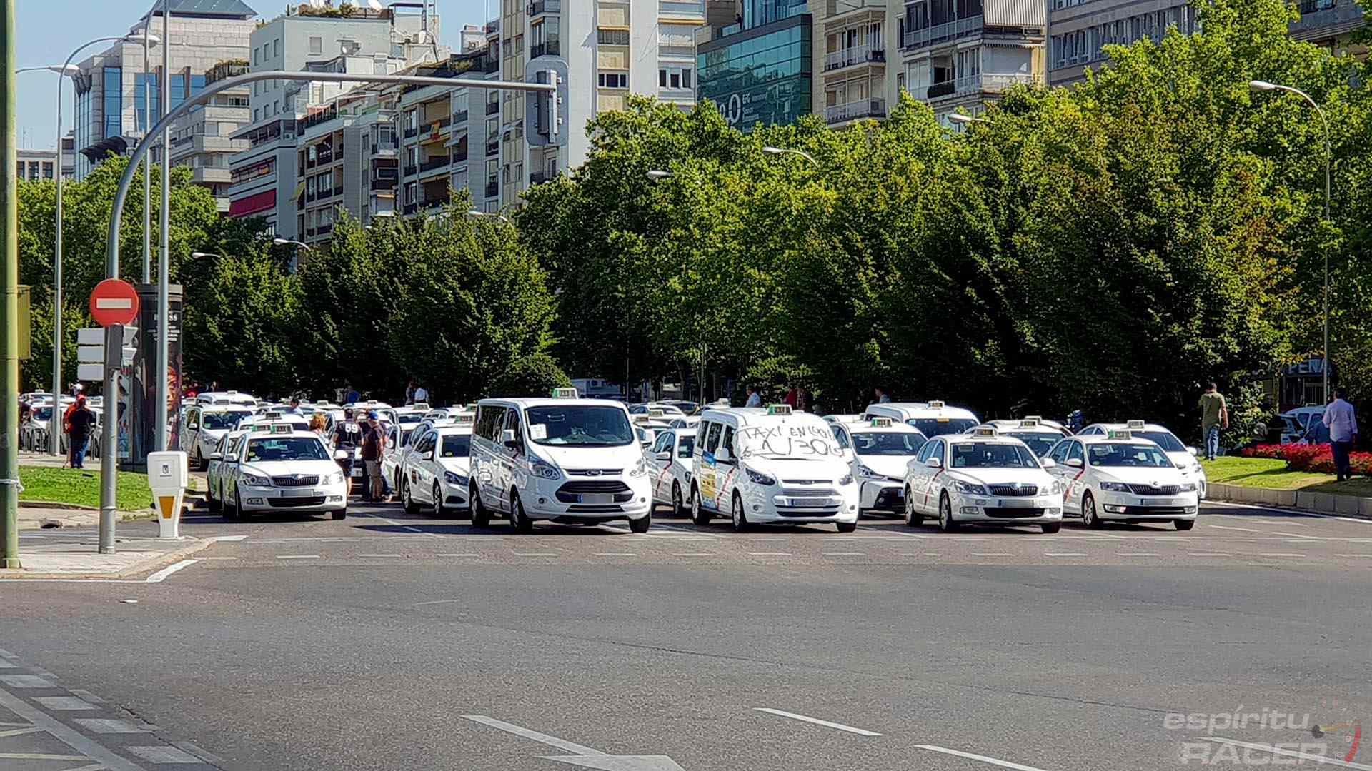 Se recrudece la huelga del taxi