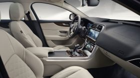 Jaguar XE 2019 13