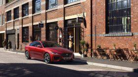 Jaguar XE 2019 16