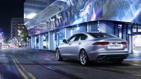 Jaguar XE 2019 22