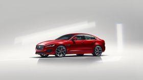 Jaguar XE 2019 4