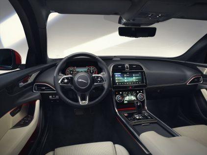 Jaguar XE 2019 7