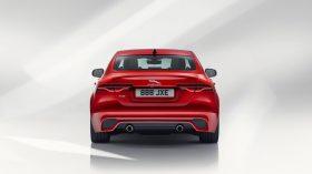 Jaguar XE 2019 9