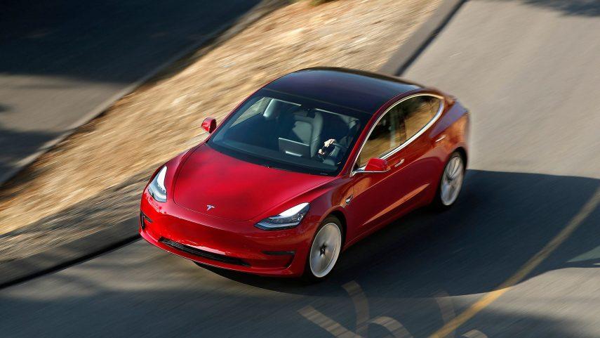 El Tesla Model 3 da la campanada en turismos eléctricos en España