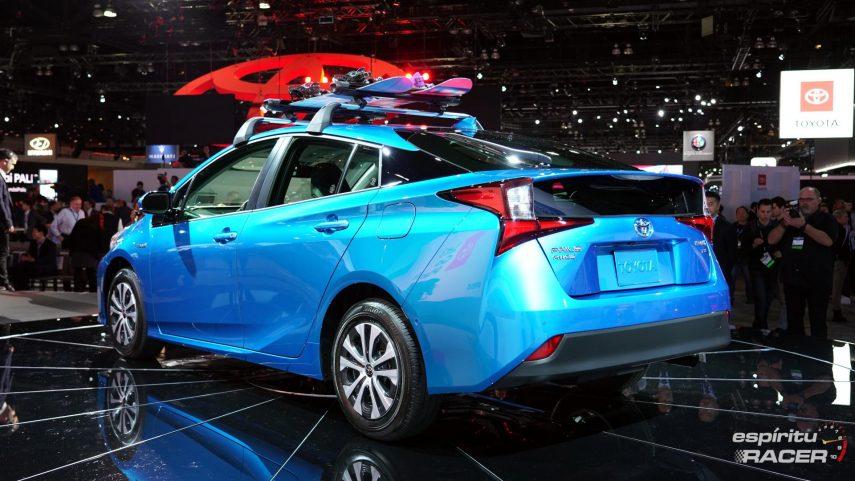 Toyota presenta el actualizado Prius en Los Ángeles con tracción total