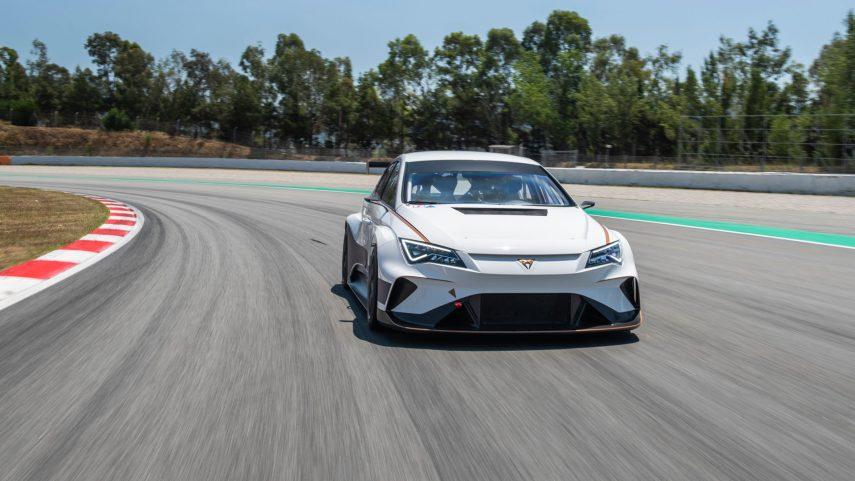 El CUPRA e-Racer se estrena a toda potencia en Montmeló