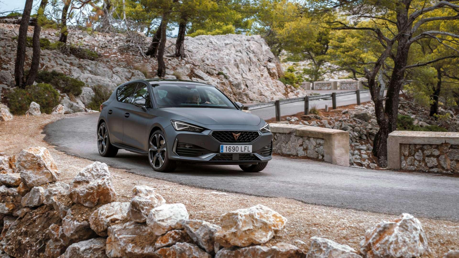 El CUPRA León e-Hybrid destaca en la gama del compacto deportivo español
