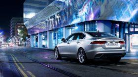 Jaguar XE 2020 10