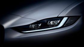 Jaguar XE 2020 12
