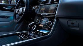 Jaguar XE 2020 19