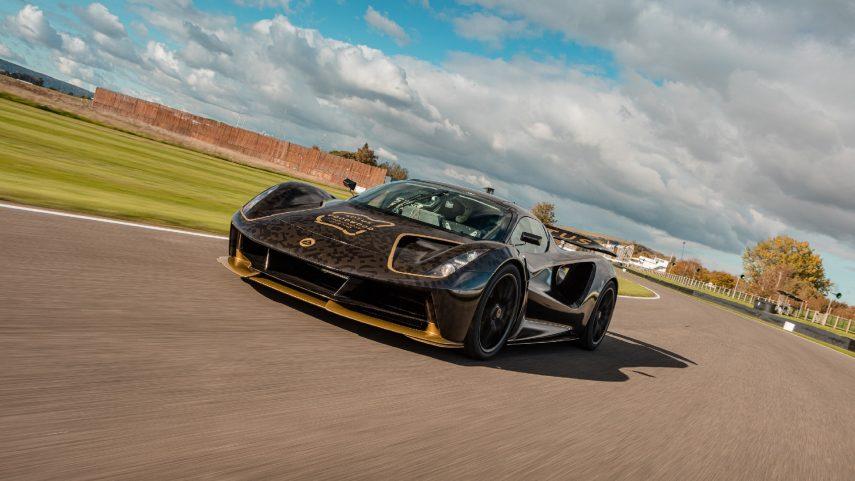 El Lotus Evija se deja ver en acción durante la Goodwood Speedweek