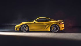 Porsche 718 Cayman GT4 2019 3