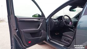Skoda Octavia Combi RS 2019 interior 01