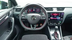Skoda Octavia Combi RS 2019 interior 06