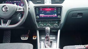 Skoda Octavia Combi RS 2019 interior 09