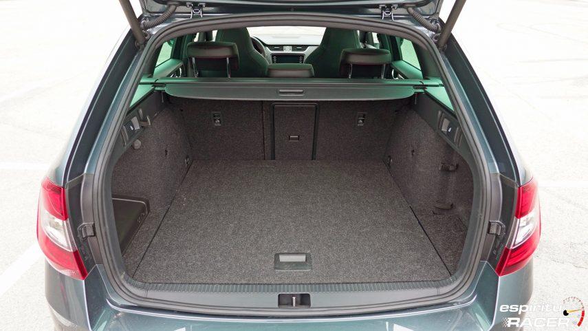 Skoda Octavia Combi RS 2019 interior 24