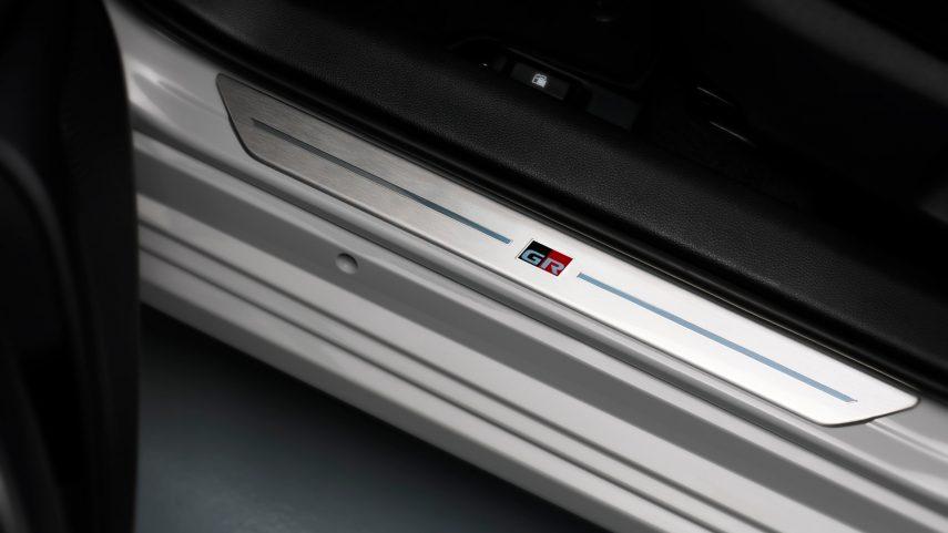 toyota corolla hybrid sedan gr sport (11)