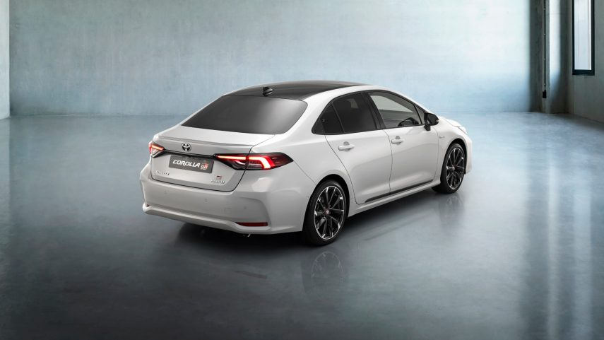 toyota corolla hybrid sedan gr sport (3)
