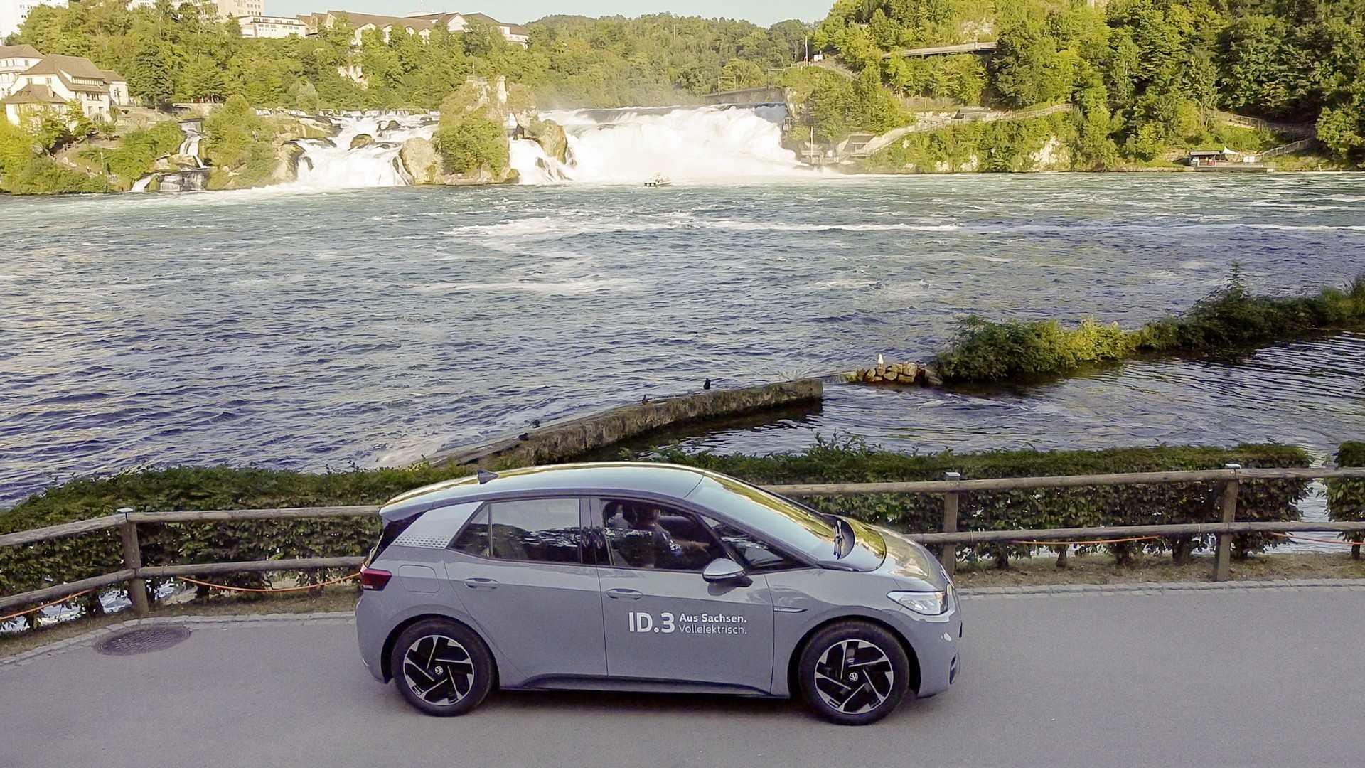 El Volkswagen ID.3 supera su autonomía en el trayecto Zwickau-Suiza