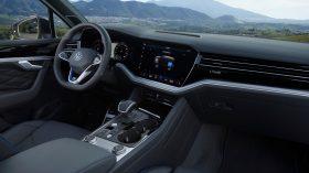 volkswagen touareg r plug in hybrid (43)