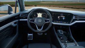 volkswagen touareg r plug in hybrid (44)