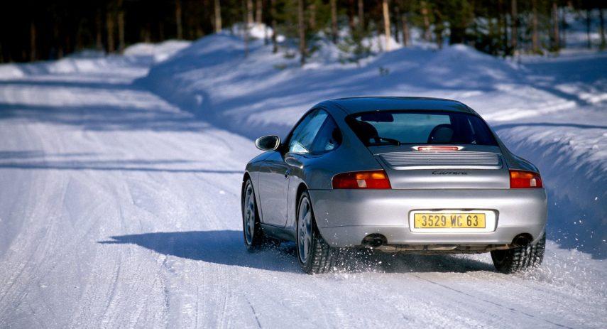Porsche 911 con neumáticos de invierno