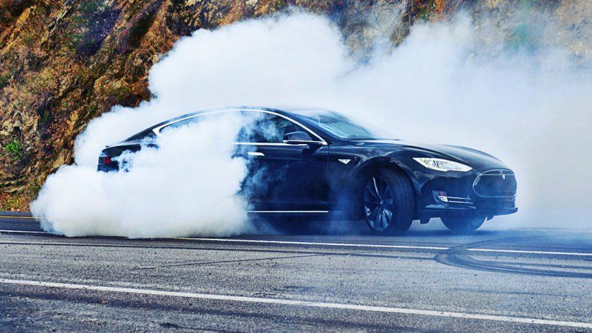 Tesla investiga un Model S con una avería muy chunga