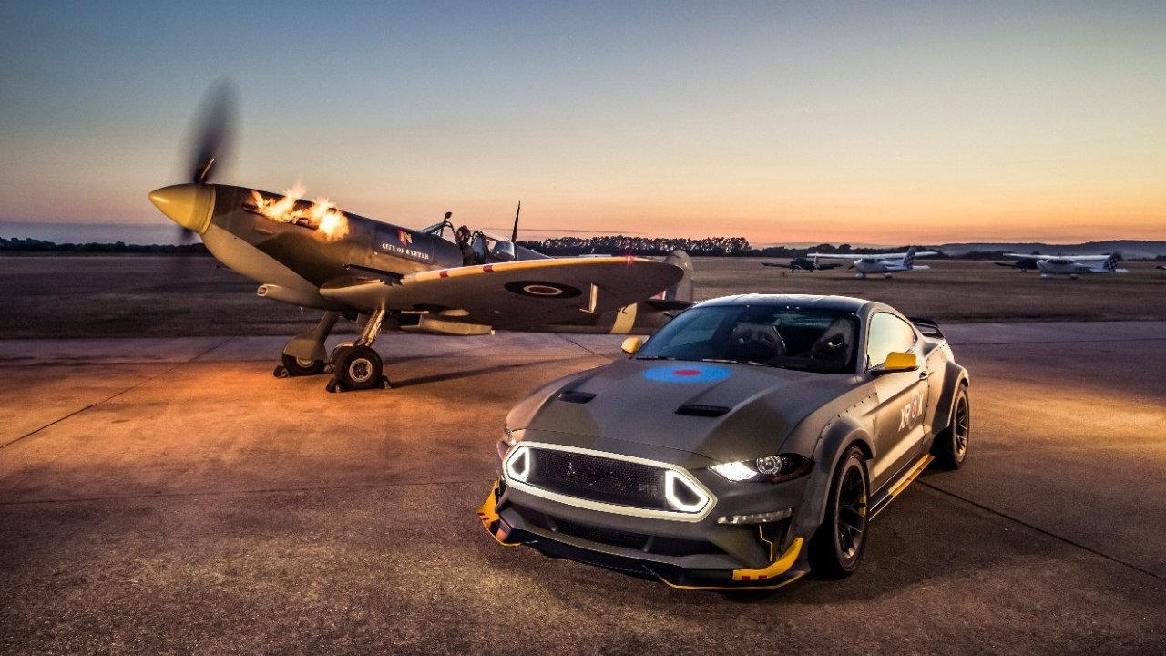 Ford y Vaughn Gittin Jr. pilotaron el Mustang GT Eagle Squadron antes de su subasta