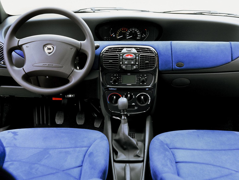 Lancia Y Interior