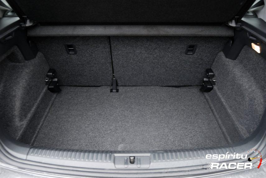 Volkswagen Polo Advance 16