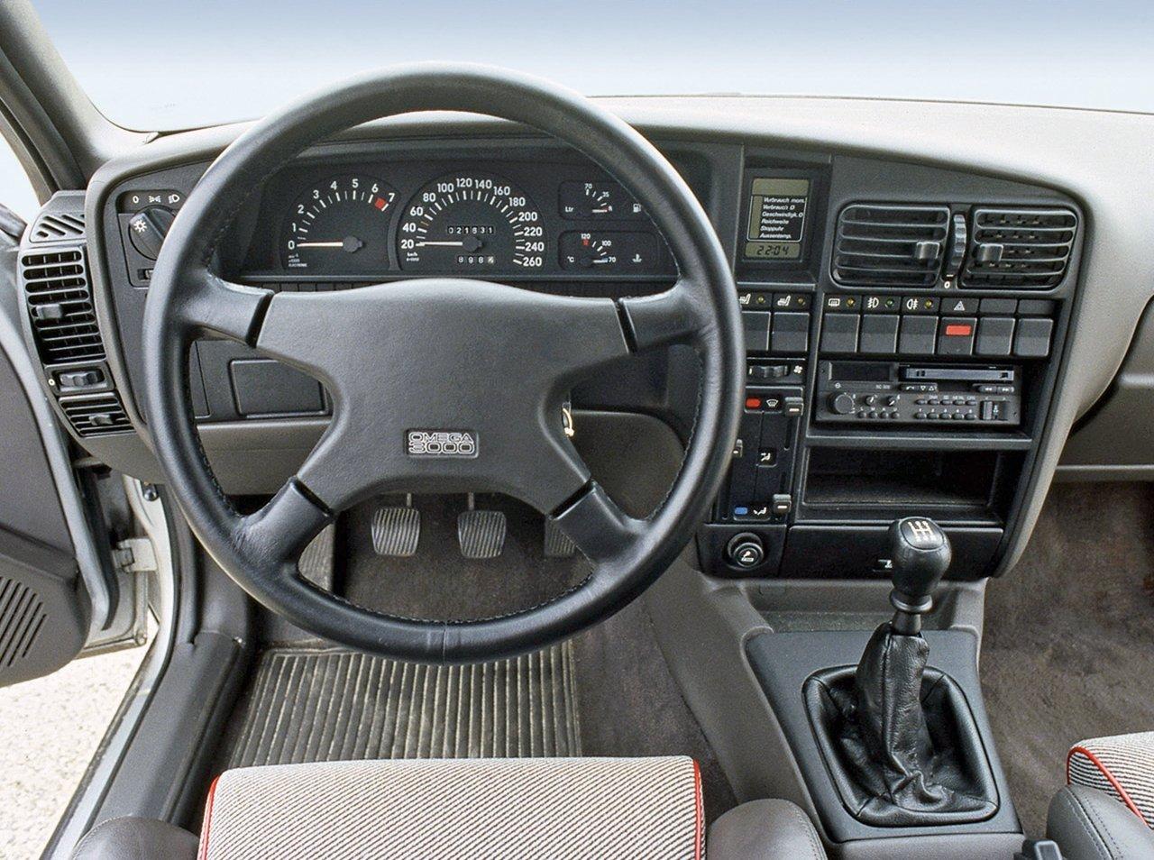 Opel Omega 3000 Interior