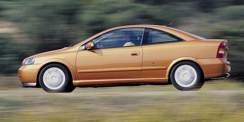 Coche del día: Opel Astra Coupé 2.2 Bertone Edition