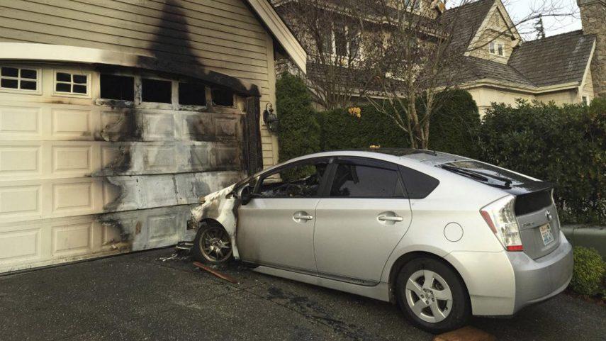 Toyota llama a revisión a un millón de Prius y C-HR por riesgo de incendio