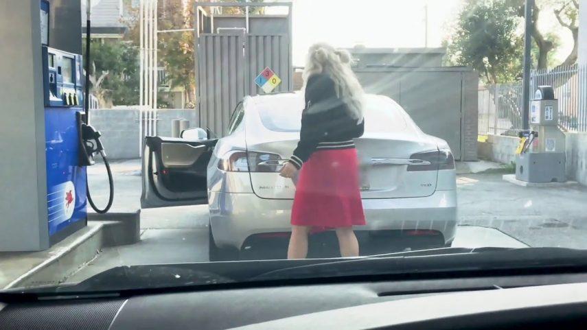 Intenta echar gasolina… a un Tesla Model S