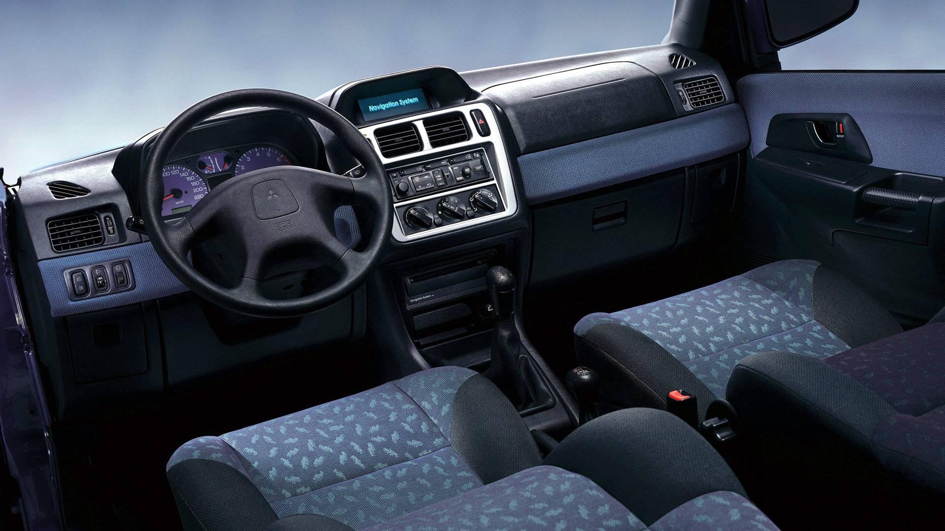 Mitsubishi Montero IO 5p Interior
