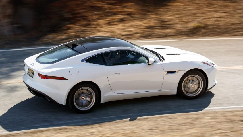 Jaguar da jaque mate al cambio manual del F-Type en EEUU