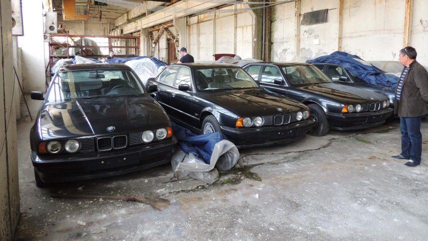Encuentran 11 BMW Serie 5 (E34) abandonados durante 25 años