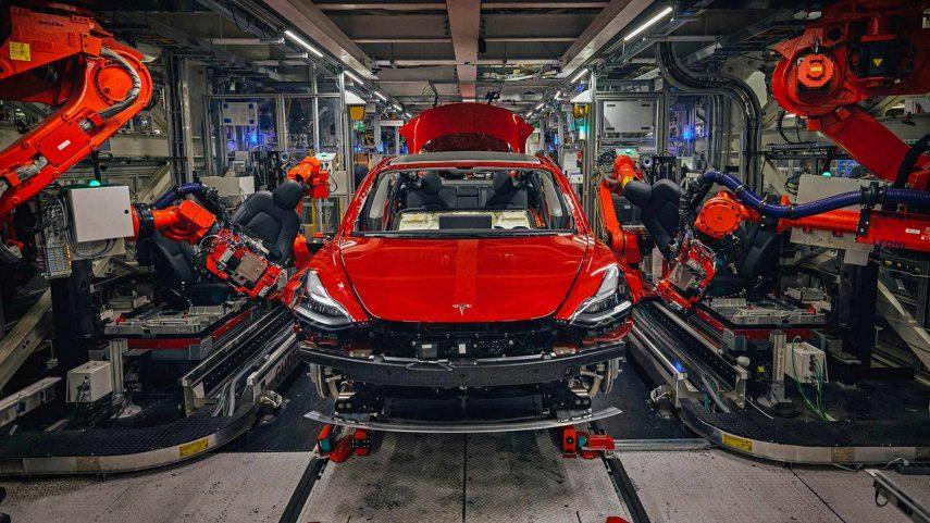 Cómo se fabrica un automóvil en serie (I): Estampación y soldadura