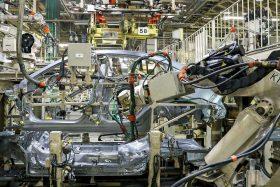 26 Montaje Laterales Mazda2