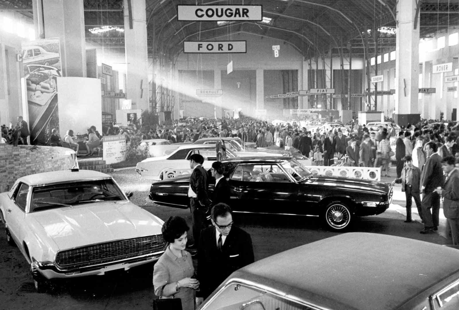 16 1968 Salon Automovil Barcelona Estand Ford