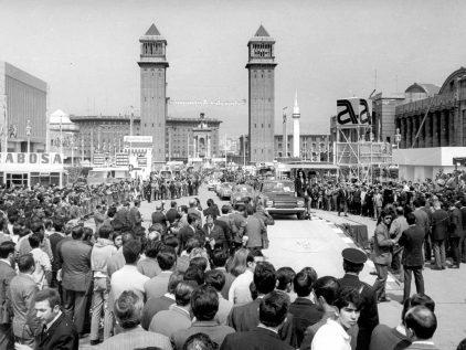 18 1969 Salon Automovil Barcelona Desfile Miss Elegancia