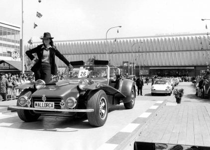 24 1973 Salon Automovil Barcelona Desfile Miss Elegancia