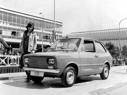 26 1974 Presentacion SEAT 133
