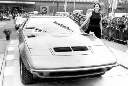 28 1975 Salon Automovil Barcelona Desfile Miss Elegancia