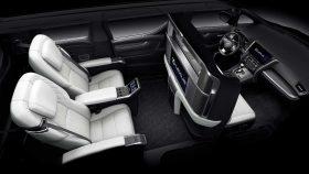 Lexus LM 300h 3