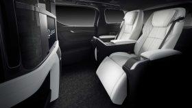 Lexus LM 300h 4