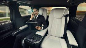 Lexus LM 300h 5