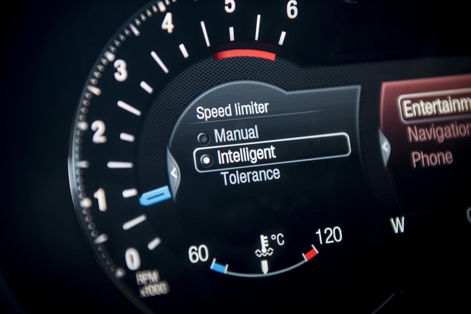 Desde 2022, los coches nuevos respetarán los límites de velocidad